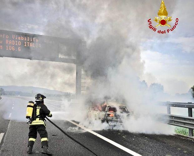 Caselle:Autoveicolo in fiamme sulla tangenziale