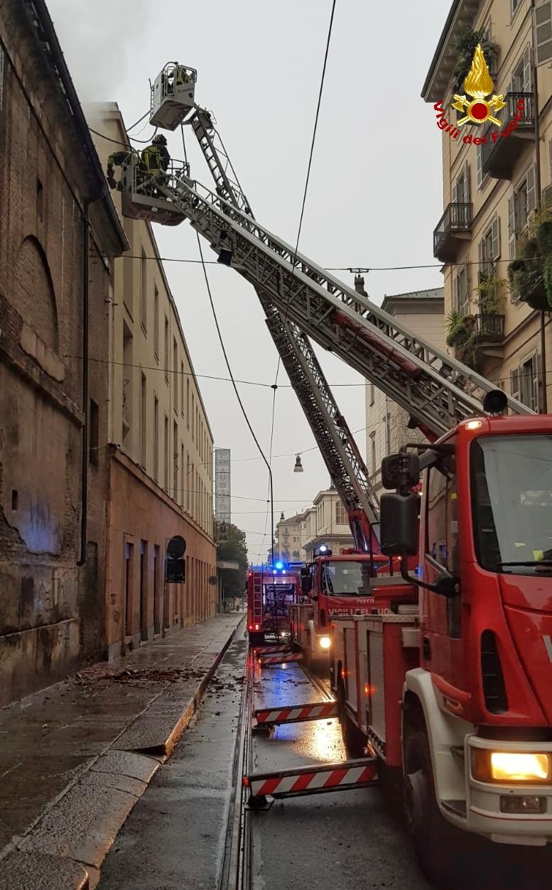 Torino: in fiamme il tetto della Cavallerizza Reale